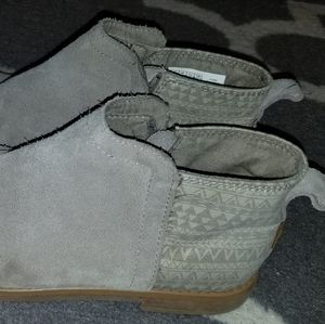 Toms short ankle boots. Tan sz5. Canvas Aztec